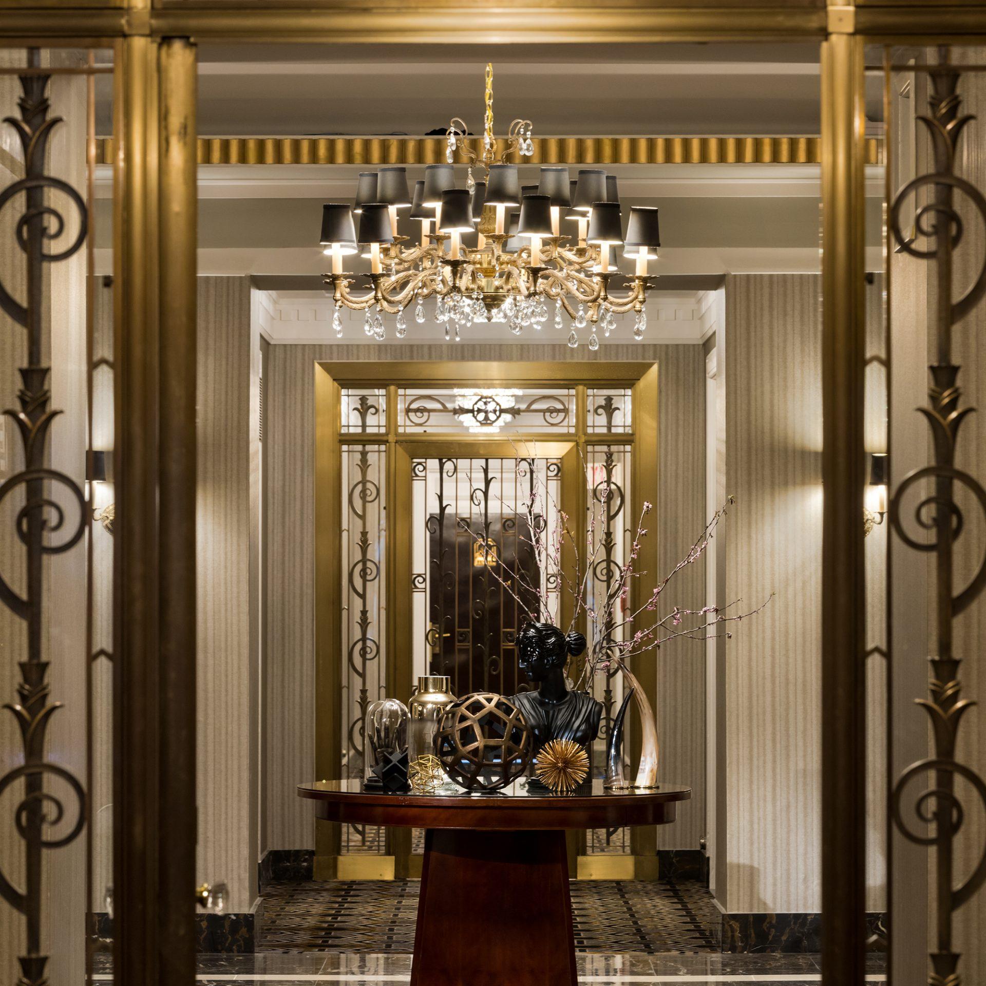 Fairmont-Hotel-Van_Story1